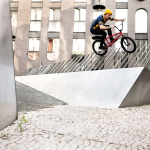 tom_dugan_pole_wallride